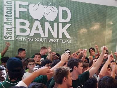 Reagan Football Helps Fight Hunger at Food Bank